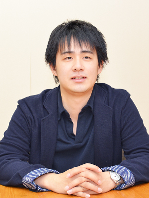 鈴木強志氏