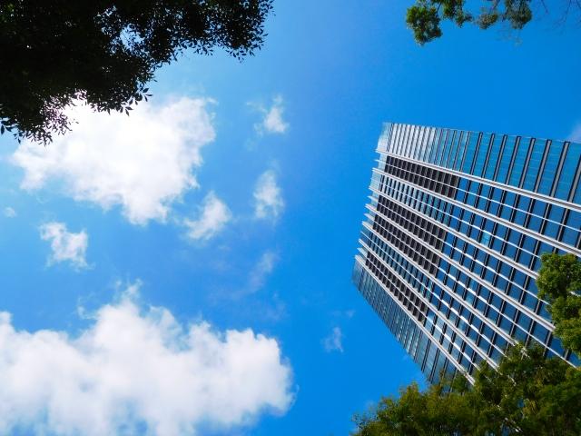 記事内挿入画像(高層ビルのあおり風景)