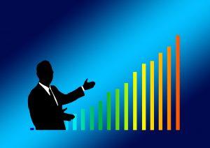 ビジネスマンと上昇するグラフ