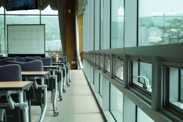 サラリーマンおすすめの副業⑪ セミナー講師・コンサルティング