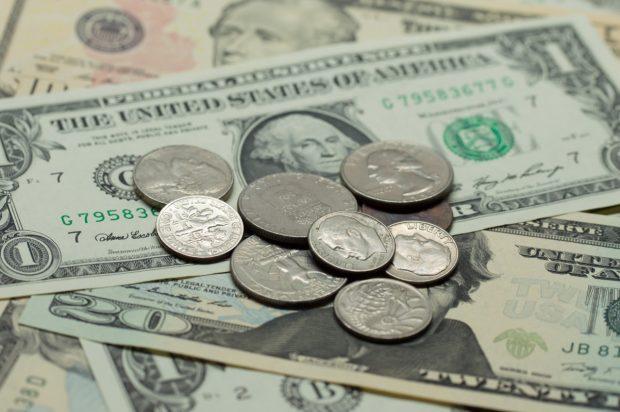 ドル紙幣とセント硬貨