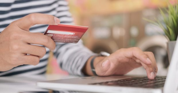 今すぐ1万円を稼ぐにはクレジットカードの申し込みがオススメ