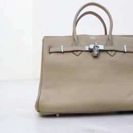 偽物エルメスグレーのバッグ