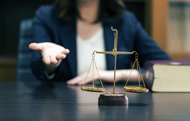 ツイッター削除依頼, 誹謗中傷弁護士