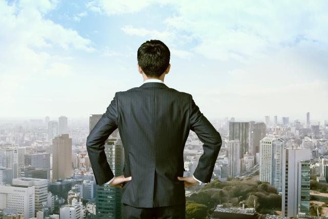 仕事をフリーランスに切り替えることを夢見る若いビジネスマン