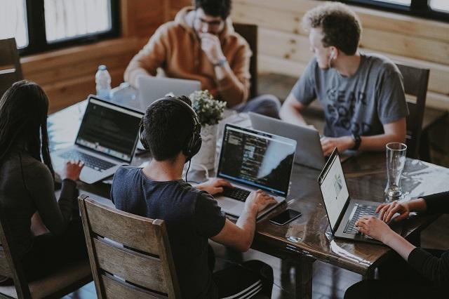 フリーランスのWebマーケターは稼げる?働き方や収入の目安などを紹介!