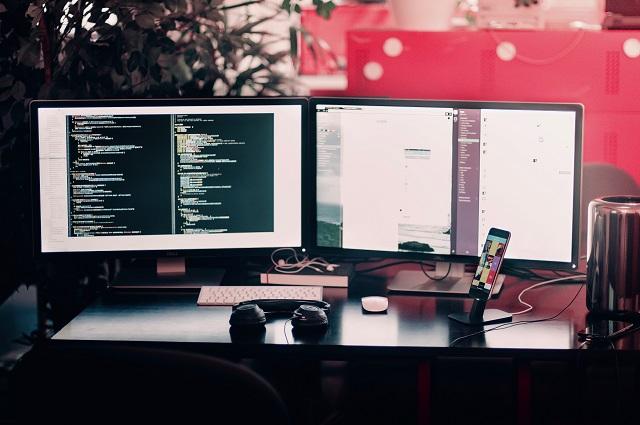 フリーランスのプログラマーは稼げる?働き方や収入の目安などを紹介!