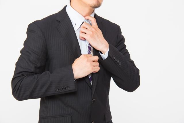 フリーランスエンジニアが企業常駐に出向くためにスーツを着る