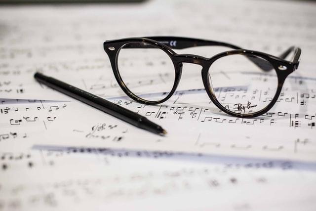 フリーランスの作曲家は稼げる?働き方や収入の目安などを紹介!