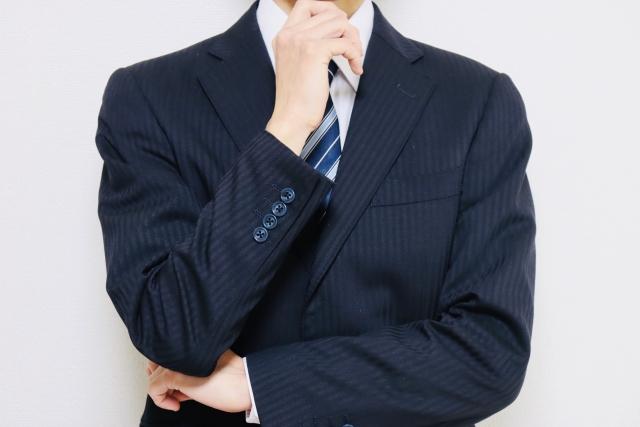 ITフリーランスになるにはどうすればいいか考える男性