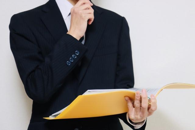 ITフリーランスになるために必要な資質がなにか考える男性