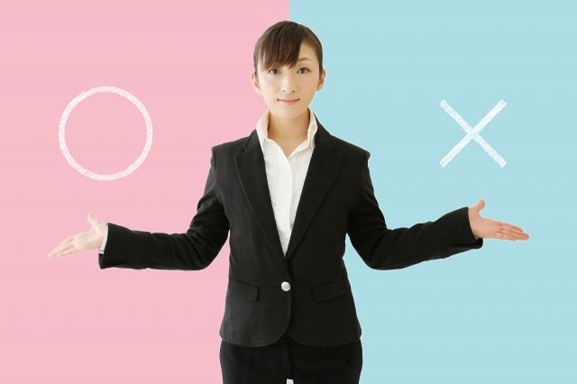 会社員とフリーランスの違いを説明する女性